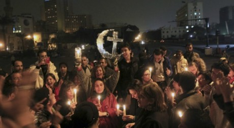 Des Égyptiens musulmans et coptes célèbrent ensemble le noël copte, le 6 janvier 2013. Reuters/Mohamed Abd El Ghany