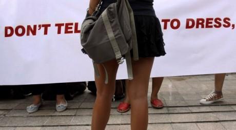 Jeune femme portant une mini-jupe. © Reuters