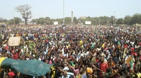 La grande manifestation de l'opposition qui a réuni des milliers de Guinée. Le 18 février 2013. Reuters/Saliou Samb