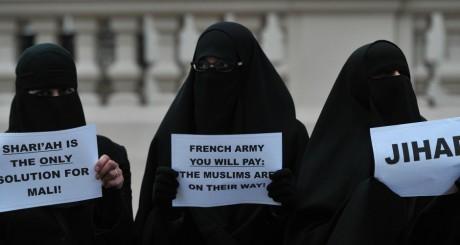 Des femmes voilées soutenant le djihad, janvier 2013. © Carl Court / AFP