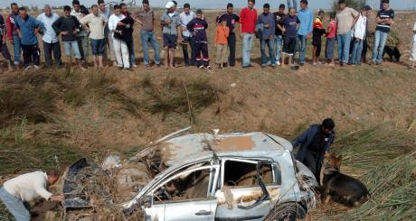 Une voiture accidentée à Borj Touwil, octobre 2007. © FETHI BELAID / AFP