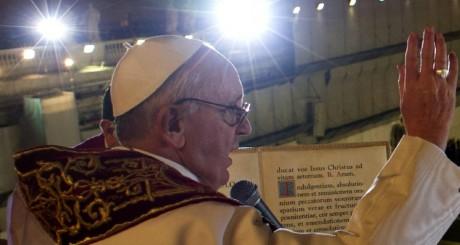 Le pape François donnant sa première bénédiction urbi et orbi, Vatican, 13 mars 2013. © AFP