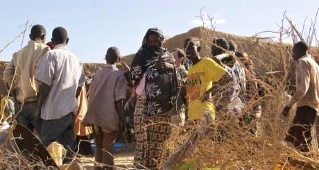 Des habitants de Gao, après une attaque d'islamistes, février 2013. © REUTERS/Francois Rihouay