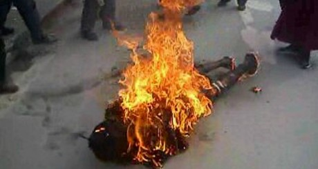 Scène d'immolation d'un Tibétain, novembre 2011 / AFP