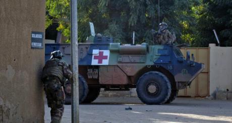 Un char français dans les rues de Gao, février 2013 / REUTERS