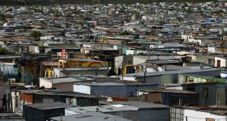Un township du Cap, juillet 2012 / REUTERS