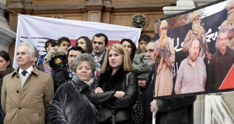 Manifestation des familles de Philippe verdon et Serge Lazarevic, Paris, novembre 2012. © KENZO TRIBOUILLARD / AFP
