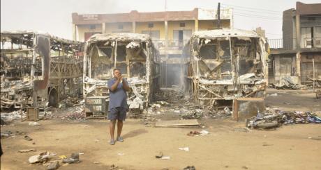 Explosion de cinq bus à Kano au Nigeria, le 18 mars 2013. REUTERS/Stringer