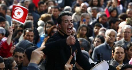 Marche en hommage à Chokri Belaïd le 16 mars 2013 à Tunis. REUTERS/Zoubeir Souissi