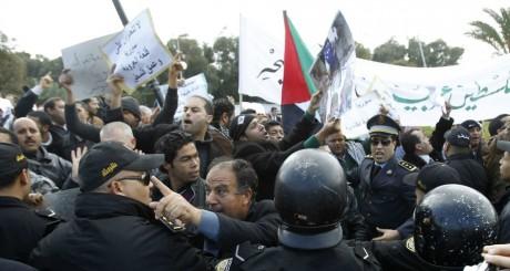 manifestation de soutien à Bachar al Assad, Tunis, février 2012 / Reuters