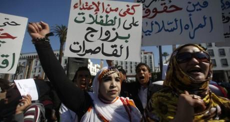 Des femmes manifestent pour défendre leurs droits à Rabat le 20 février 2012. REUTERS/Youssef Boudlal