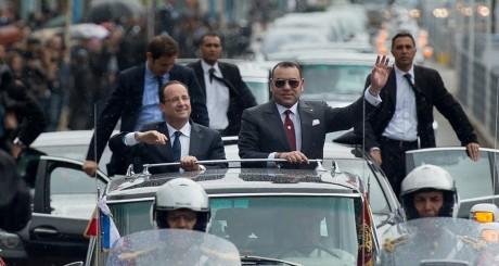 François Hollande dans les rues de Casablanca avec le roi Mohammed VI, 3 avril 3013 / AFP