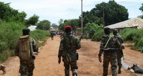 Patrouille de soldats à Bissau, octobre 2012 / AFP