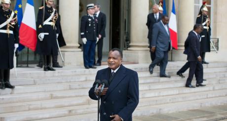 Denis Sassou Nguesso, s'adressant à la presse, Paris, 8 avril 2013 / AFP