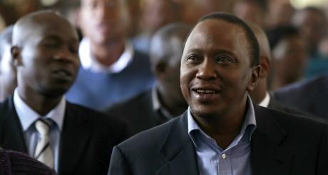 Uhuru Kenyatta dans une église catholique de Nairobi le 31 mars 2013. REUTERS/Thomas Mukoya