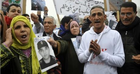 Manifestation de familles de victimes devant le tribunal de Rabat où sont jugés 24 Sahraouis. REUTERS/Stringer