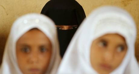 Des écolières au Yemen le 11 mars 2012. REUTERS/Khaled Abdullah