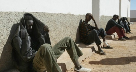 Migrants clandestins à Bir Lahloo, Sahara Occidental, octobre 2005 / AFP