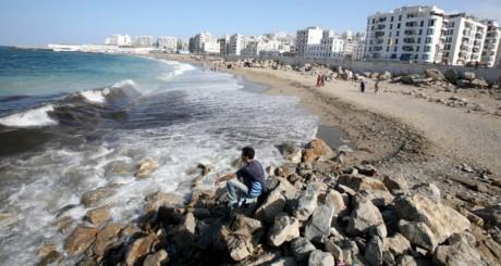Plage à Alger le 1er juillet 2007. REUTERS/Zohra Bensemra