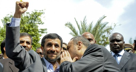 Ahmadinejab lors d'une visite à Dakar, en 2009 / REUTERS