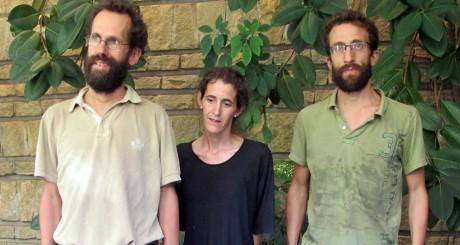 Tanguy Moulin-Fournier, sa femme Albane, et son frère, Yaoundé, le 19 avril 2013 / AFP