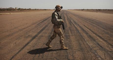 Soldat français sur la base de Gao le 9 mars 2013. REUTERS/Joe Penney