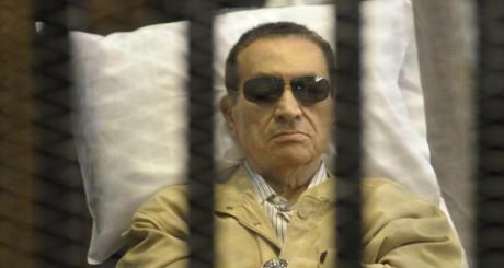 Hosni Moubarak dans la cour de justice, 2 juin 2012 au CaireREUTERS/Stringer