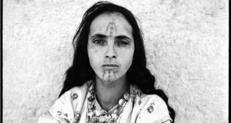 Portraits de femmes exposés au Musée d'art moderne d'Alger. ©Marc Garanger