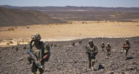 Patrouille de soldats français, Tessalit, mars 2013 / REUTERS