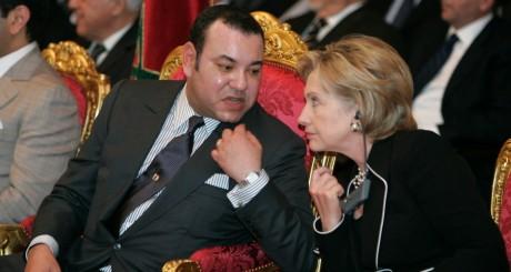 Le roi Mohammed VI et l'ex-secrétaire d'Etat américaine, Hillary Clinton, Ouarzazate, octobre 2009 / REUTERS