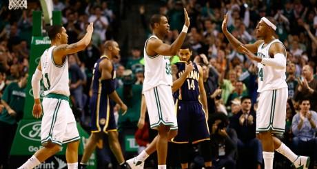 Jason Collins (au centre, n° 98), lors d'un match Boston Celtics vs. Indiana Pacers, janvier 2013 / AFP