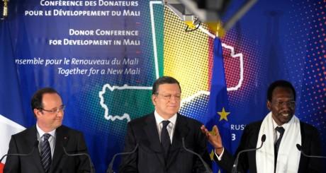 François Hollande, Jose Manuel Barroso et Dioncounda Traoré, bruxelles, 15 mai 2013 / REUTERS