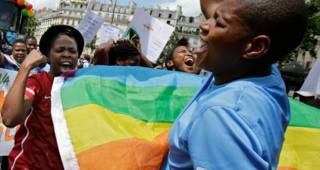 Des participants d'Afrique du Sud à la Gay Pride de Paris en 2012/ Reuters