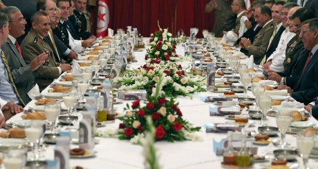 Dîner officiel donné en 2012 en Tunisie / REUTERS