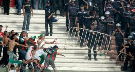 Une émeute entre la police et les supporters du JSM Bejaia au Blida Stadium en 2008 / REUTERS