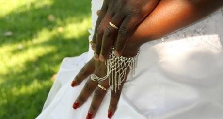 Anneaux de mariage, by Nabil via Flickr CC.