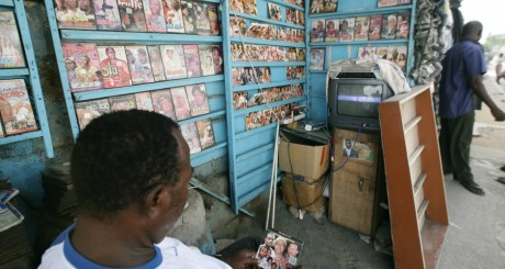 Kiosque de vente de DVD de films made in Nollywood / AFP