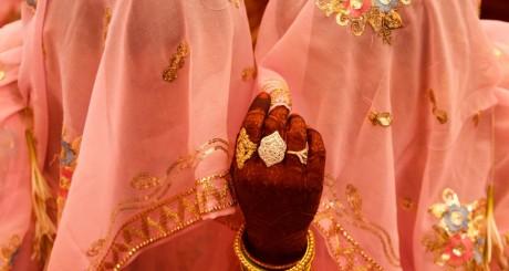 Mariées musulmanes et mains tatouées au henné / REUTERS