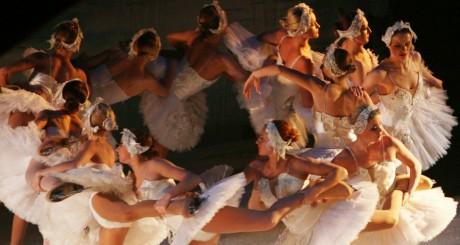 ballet russe à l'opéra du Caire, le 2 avril 2009. REUTERS/Amr Abdallah Dalsh