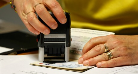 Délivrance d'un visa étudiant, Paris / REUTERS