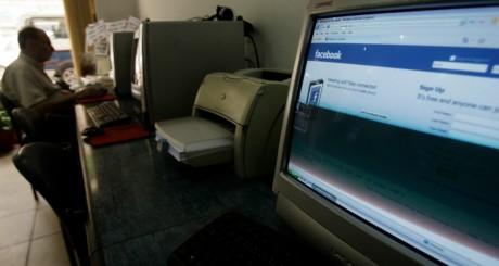 Cyber café, Le Caire, 18 mai 2010. REUTERS/Amr Abdallah Dalsh