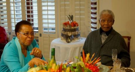 Nelson Mandela et son épouse Graça à Qunu, 18 juillet 2012 / REUTERS