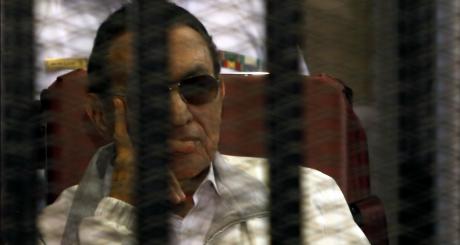L'ex-président Hosni Moubarak à son procès en janvier 2013 / REUTERS