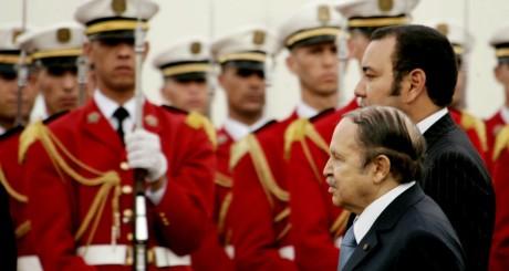 Abdelaziz Bouteflika et Mohammed VI, à Alger, mars 2005 / Reuters