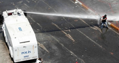 Manifestation place Taksim, le 11 juin 2013. REUTERS/Osman Orsal