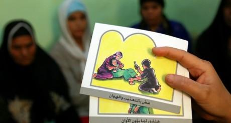 Campagne de sensibilisation contre l'excision en haute Egypte le 14 juin 2006. REUTERS/Tara Todras-Whitehill