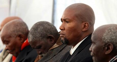 Mandla Mandela (au centre, crâne rasé), Qunu, 15 juin 2013 / AFP