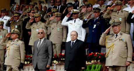 Abdelaziz Bouteflika et son état-major à Alger en juin 2012 / REUTERS