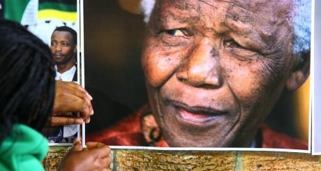 Un portrait de Mandela au Cap, 27 juin 2013 / AFP