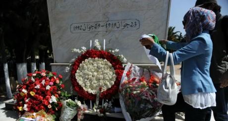 Tombe de Mohamed Boudiaf, Alger, 29 juin 2012. FAROUK BATICHE / AFP